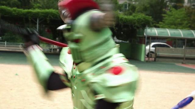 5화 죽음의 전사, 타이탄